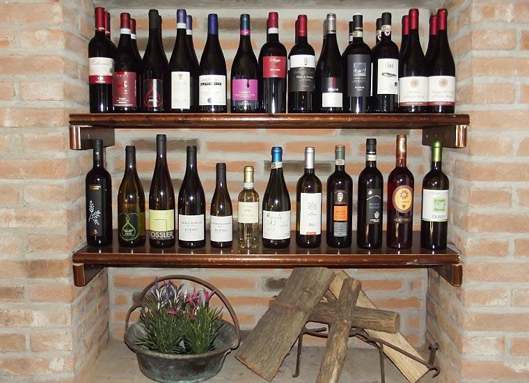Camino e Bottiglie di Vino