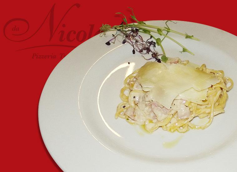 Specialità in Cucina - Spaghetti alla chitarra cacio e pepe con guanciale