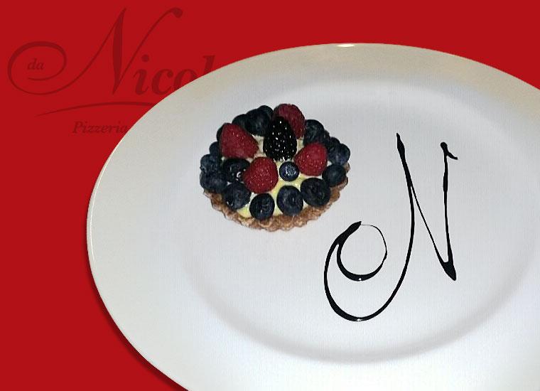 Specialità in Cucina - Tortino di Mirtilli, Lamponi e More su crema pasticciera