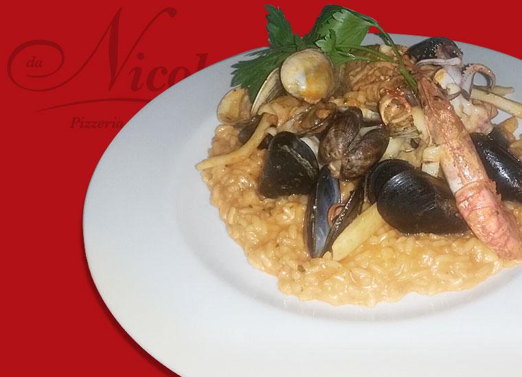 Specialità in Cucina - Risotto alla Pescatora con Scampi e frutti di mare